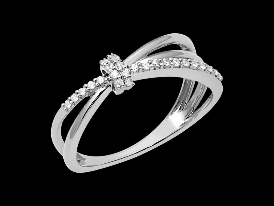 bague lumina or blanc 18 carats et diamants carat taille 48. Black Bedroom Furniture Sets. Home Design Ideas