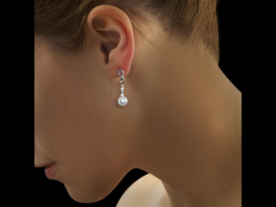 boucles d 39 oreilles luna or blanc 18 carats diamants carat et perles de culture. Black Bedroom Furniture Sets. Home Design Ideas